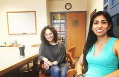 Adriana (à gauche) et Diana (à droite), étudiantes péruviennes à l'Université de Syracuse.