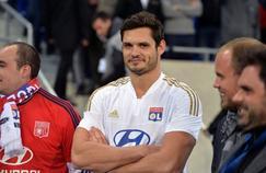 Non, Florent Manaudou ne va pas signer à l'Olympique Lyonnais, mais il va s'essayer au handball.