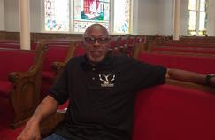 T. R. German Jr., 82 ans et descendant d'esclaves, se confie à l'église baptiste de la 16e rue à Birmingham (Alabama). L'église a été attaquée en 1963 par des fondamentalistes blancs, tuant quatre filles noires.