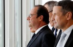 François Hollande au côté du ministre de l'Enseignement supérieur et de la Recherche Thierry Mandon à l'université de Jussieu, vendredi.