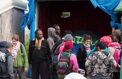 Des militants «No Border» auprès des migrants.