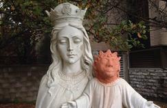 La statue de Marie et l'enfant-Jésus «rénovée» par Heaser WIse au Canada.