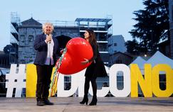 Le leader du M5S, Beppe Grillo, et la maire de Rome, Virginia Raggi, en meeting contre le référendum constitutionnel, le 26 novembre dans la capitale italienne.