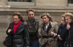 Les trois filles de Jacqueline Sauvage (Sylvie, Fabienne et Carole) arrivent à l'Élysée avec leurs avocates, le 29 janvier 2016.