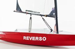 Plié, ce voilier ne mesure plus qu'1m40 sur 90 cm de large, le tout pour 55kg.