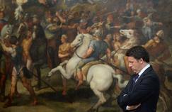 Matteo Renzi devant une fresque de Raphaël, au au Palais Chigi, à Rome.