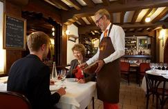 Le propriétaire de l'Ambassade d'Auvergne, Didier Desert, est fier de sa mousse au chocolat.