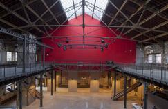 La charpente d'acier et de verre de 1895 abrite le foyer de la nouvelle salle du Théâtre desQuartiers d'Ivry.