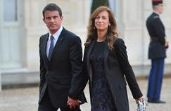Manuel Valls et son épouse, la violoniste Anne Gravoin arrivent à l'Élysée le 27 avril 2016 pour le dîner en l'honneur du Gouverneur général d'Australie, Sir Peter Cosgrove.