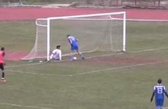 En grèce, un joueur va rater l'immanquable devant le but vide.