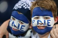 Deux jeunes supporteurs de Preston North End, club de Championship (deuxième division anglaise).