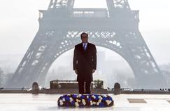 François Hollande samedi matin sur le parvis du Trocadéro à Paris.