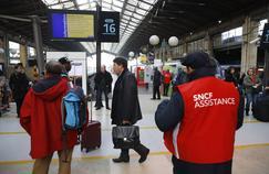 En cas de forte affluence sur le réseau SNCF, plus d'agents sont déployés en gare, «avec des 'volontaires de l'info' habillés avec les gilets rouges».