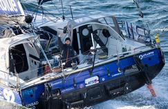 Stéphane Le Diraison, skippeur de Compagnie du Lit-Boulogne Billancourt a été ravitaillé en gasoil par un cargo.