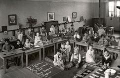 Des écoles et jardins d'enfants Montessori ouvrent un peu partout dans le monde. Ici aux Pays-Bas vers 1910.
