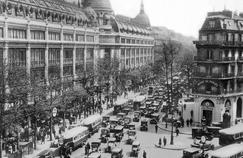 Le boulevard Haussmann, artère commerçante bien connue des Parisiens et des touristes, était déjà très embouteillé en 1929.