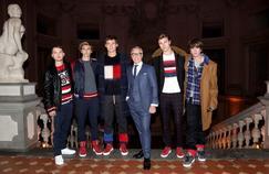 Tommy Hilfiger entouré de ses modèles