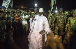 Le président gambien Yahya Jammeh arrive à un meeting lors de l'élection présidentielle, le 1er décembre 2016.