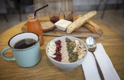 Season (IIIe) mixe plats végétariens et propositions matinales servies toute la journée.
