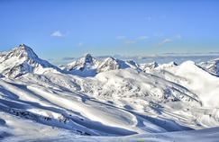 Le glacier des Deux-Alpes. Entre 3600m et 3200m d'altitude, cette mine d'or blanc sommitale couvre 18ha, soit un tiers du domaine skiable.