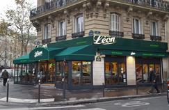 La chaîne Léon de Bruxelles a investi plus de 300.000 euros pour refaire les façades de sept restaurants à Paris, cette année (ci-dessous,la nouvelle devanture de l'établissement de Saint-Germain-des-Prés).