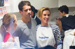 Scarlett Johansson et son mari Romain Dauriac venus inaugurer leur boutique Yummy Pop dans le Marais, le 22 octobre 2016.