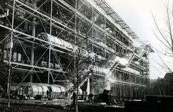 Le centre Georges Pompidou par son architecture ultra-moderne était la cible de vives critiques.
