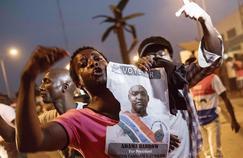 Des partisans d'Adama Barrow célèbrent l'élection du nouveau président, à Banjul, la capitale gambienne, jeudi.