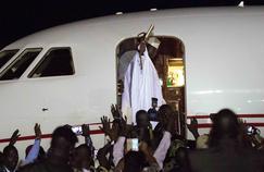 Le président déchu Yahya Jammeh s'est envolé samedi soir pour la Guinée, après d'ultimes tractations.