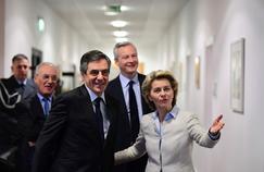 François Fillon et Bruno Le Maire avec Ursula von der Leyen,la ministre allemande de la Défense, lundi à Berlin.
