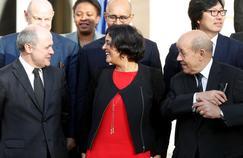 Myriam El Khomri, en décembre sur le perron de l'Élysée, entre Bruno Le Roux (à gauche) et Jean-Yves Le Drian, les ministres de l'Intérieur et de la Défense.