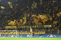 Le «mur jaune» utilisé par le club de Dortmund qui pointe du doigt le projet Trump à la fontière du Mexique.