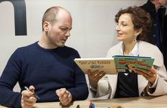 Grégory Mardon, auteur de bande dessinée, et Audrey Azoulay, ministre de la Culture, le 26 janvier à Angoulême.