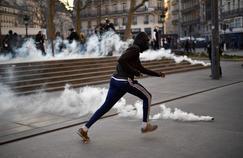 Des affrontements ont eu lieu, samedi, entre les manifestants et la police lors du rassemblement pour Théo, place de la République, à Paris.