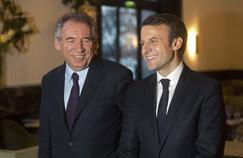 François Bayrou a rallié Emmanuel Macron mercredi dans l'idée de recomposer le paysage politique français, face à Marine Le Pen.