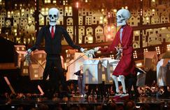 Brit Awards : Katy Perry invite les squelettes de Donald Trump et Theresa May sur scène