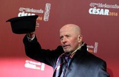 Les producteurs des métrages éligibles aux nominations doivent payer entre 4500 et 10.000 euros pour faire figurer leur film sur ce coffret