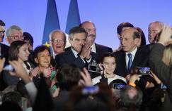 François Fillon (au centre) après son meeting, samedi à Maison-Alfort (Val-de-Marne).