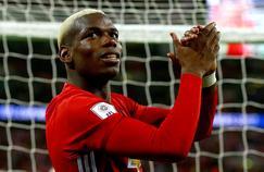Paul Pogba, saluant les fans mancuniens à Wembley ce dimanche après-midi