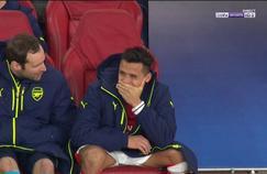 Petr Cech et Alexis Sanchez sur le banc de touche d'Arsenal mardi soir.