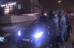 La voiture de Marquinhos aurait été dégradée par une dizaine de fans, avant le passage de Thiago Motta.