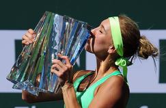 La Russe Elena Vesnina avec son trophée remporté ce dimanche