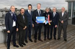 Bernard Lapasset, entouré de Tony Estanguet et des cinq Secrétaires généraux des principaux syndicats