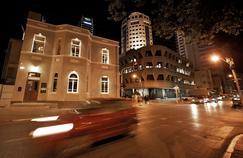 La nuit, dans le centre de Tel Aviv, non loin du Boulevard Rotschild, une des artères les plus dynamiques de la ville israélienne.