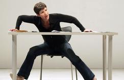 Jeudi soir, Christine Angot, ici en 2005 dans le spectacle «La Place du Singe» qu'elle a interprété avec la chorégraphe Mathilde Monnier, a interpellé avec violence François Fillon dans le cadre de «L'Émission politique».