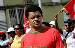 Elie Domota, leader du LKP, lors d'une manifestation à Pointe-à-Pitre en 2009.