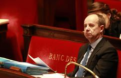 Le ministre de la Justice, Jean-Jacques Urvoas, répond aux accusations de François Fillon et Marine le Pen.