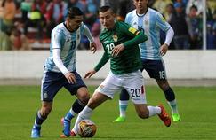 Angel di Maria (à gauche) et l'Argentine se sont inclinés face à la Bolivie (2-0) à La Paz.