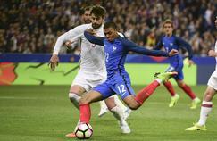 Kylian Mbappé face à Gerard Piqué lors de France-Espagne (0-2)