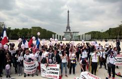Samedi à 13 heures, les familles des policiers et gendarmes se sont réunies sur l'esplanade du Champ-de-Mars pour «dénoncer les conditions de travail, le manque de considération et de moyens».